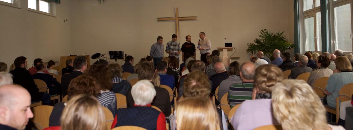Impressionen aus dem Gottesdienst in der FeG Steinbach